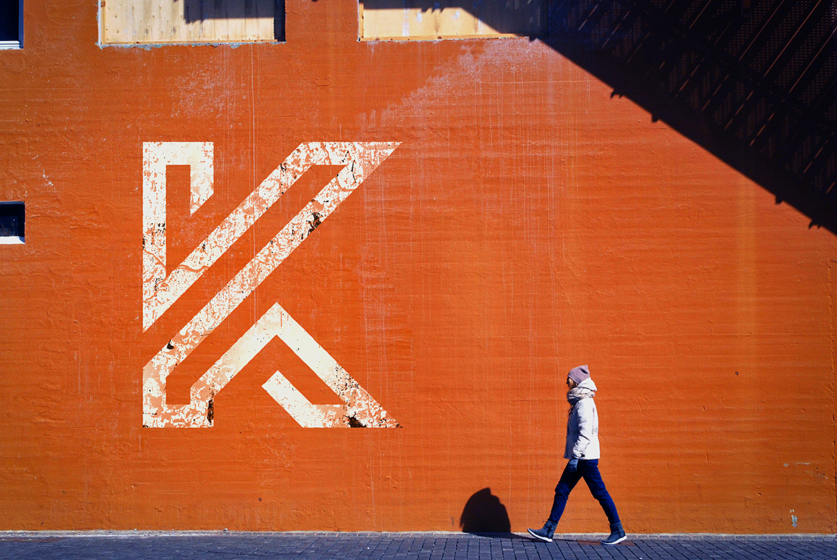 https://ponad.pl/wp-content/uploads/2017/02/Street-Wall-Logo-Mockup.jpg